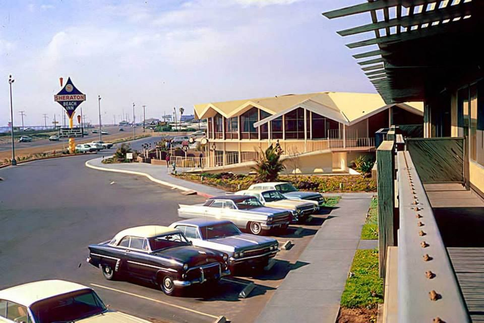 Old Huntington Sheraton with the pier in the background 1964 at 960x640