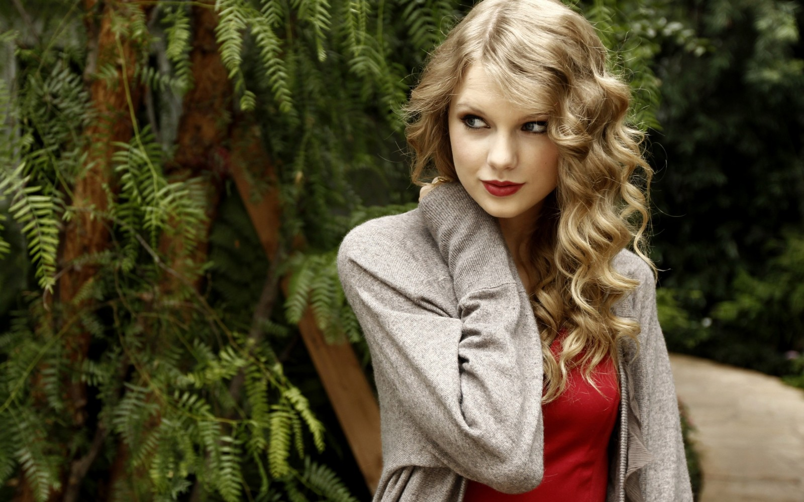 Taylor Swift 2013 wallpaper HD Wallpaper 1600x1000