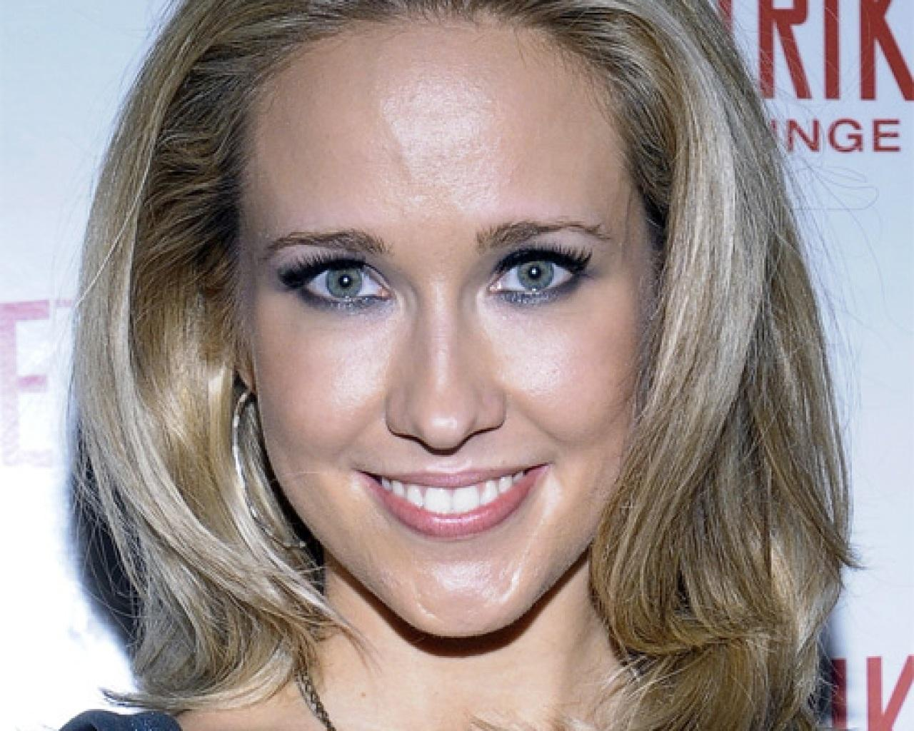 Celebridades Anna Camp Wallpaper Photo Background Wallpapers Images 1280x1024