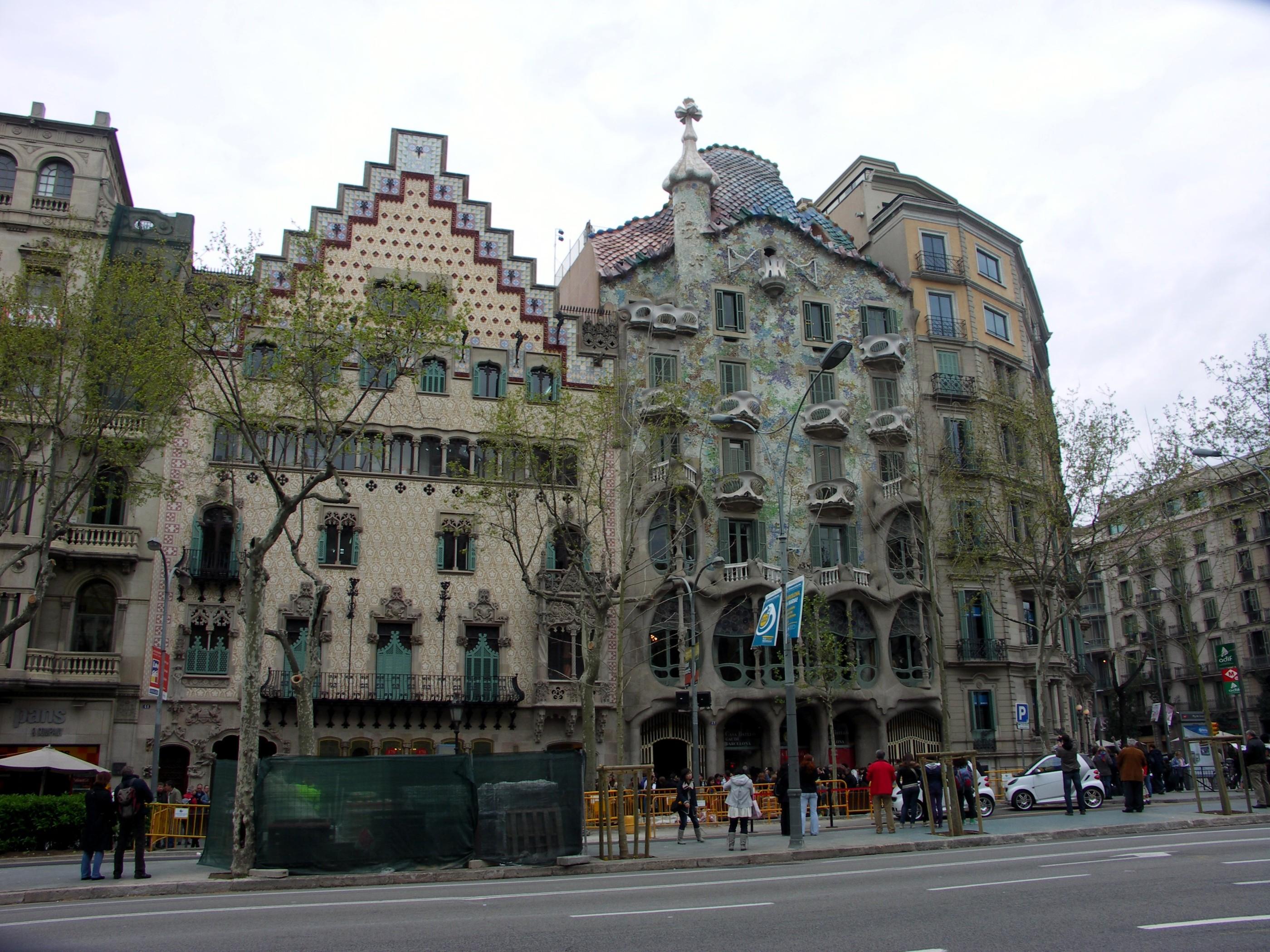 gebouw van gaudi barcelona wallpaper   ForWallpapercom 2800x2100