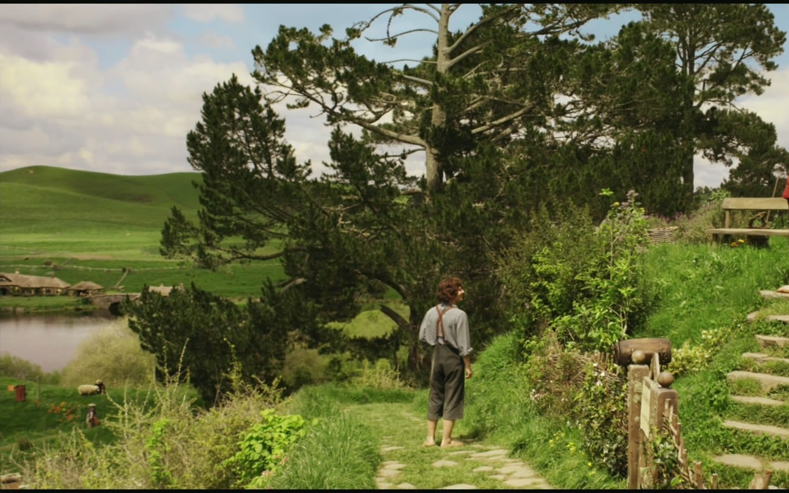 the hobbit elijah wood bilbo baggins ian holm frodo baggins the shire 2560x1600