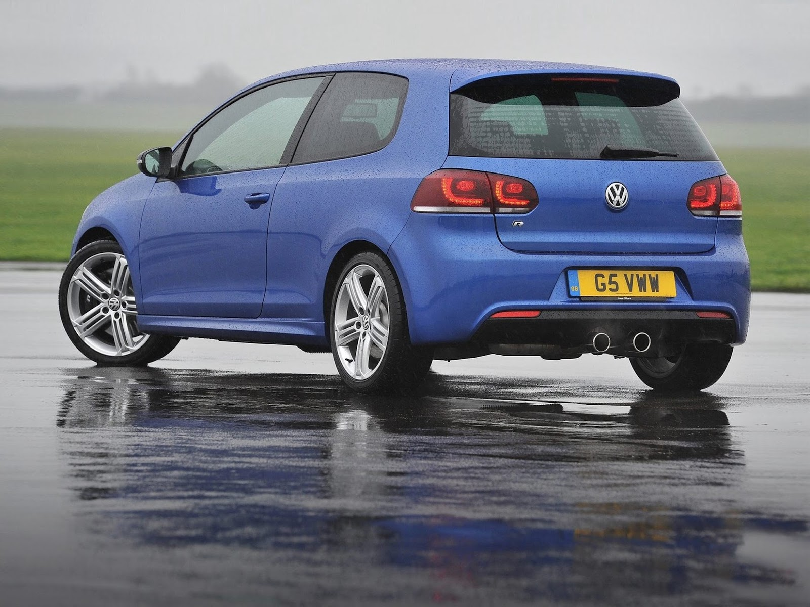 2015 Volkswagen Golf R 1024 x 768 Wallpaper 1600x1200