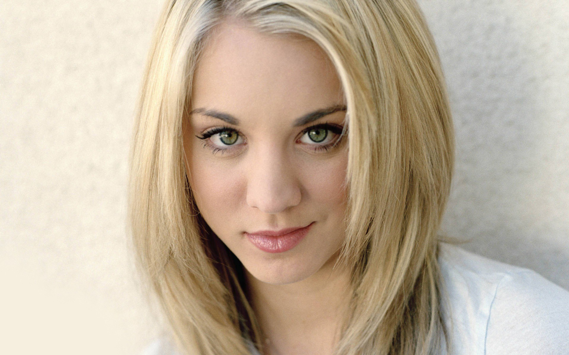 Kaley Cuoco Wallpapers Images Photos Pictures Backgrounds 1920x1200