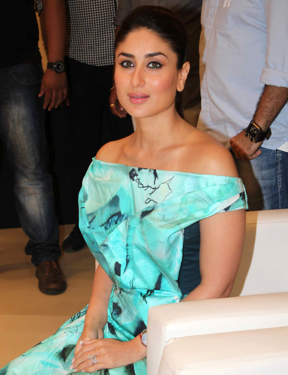 Kareena Kapoor Latest Stills 954x1238