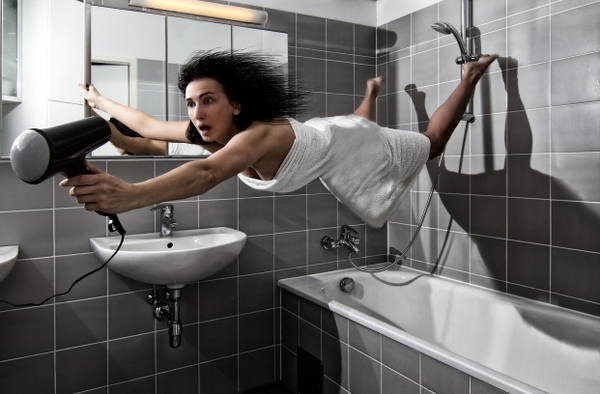 bathroom bathroom funny situation hair drier Funny Wallpapers 600x394