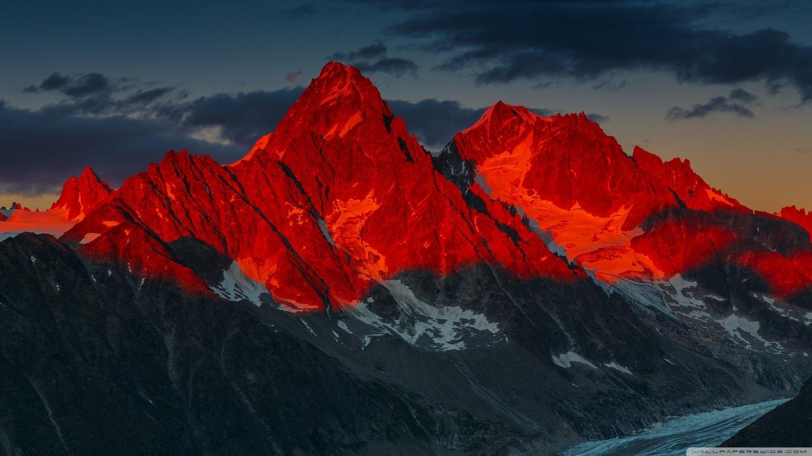 Alpenglow over the Argentiere Glacier France 4K HD Desktop 1600x900
