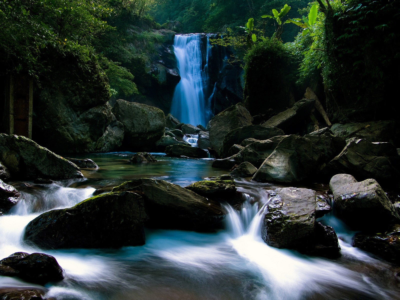 waterfall wallpaper waterfalls nature wallpaper 1600 1200 1402jpg 1600x1200