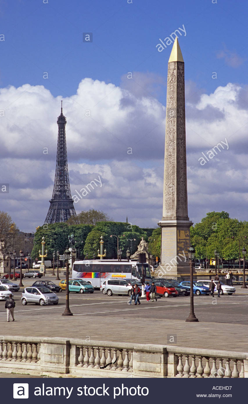 Obelisk in the Place de la Concorde Paris with the Eiffel tower in 854x1390