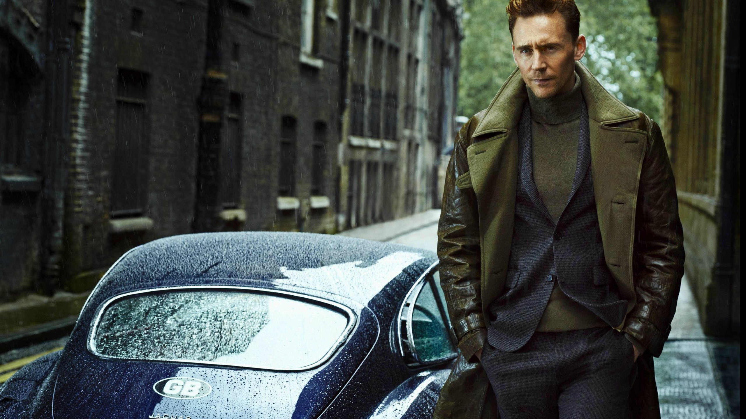 Tom Hiddleston HD Wallpapers for desktop download 2560x1440