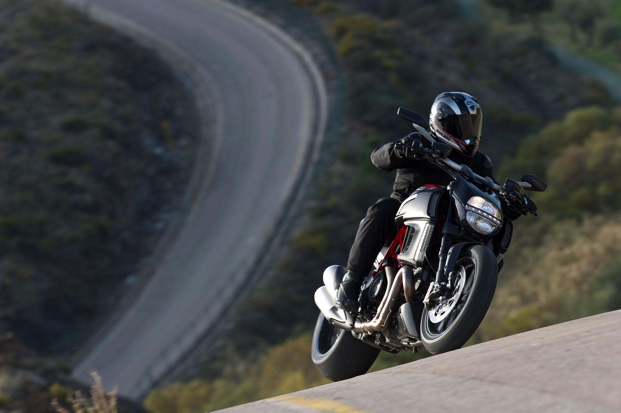 2013 Ducati Diavel Carbon q wallpaper background 2000x1331