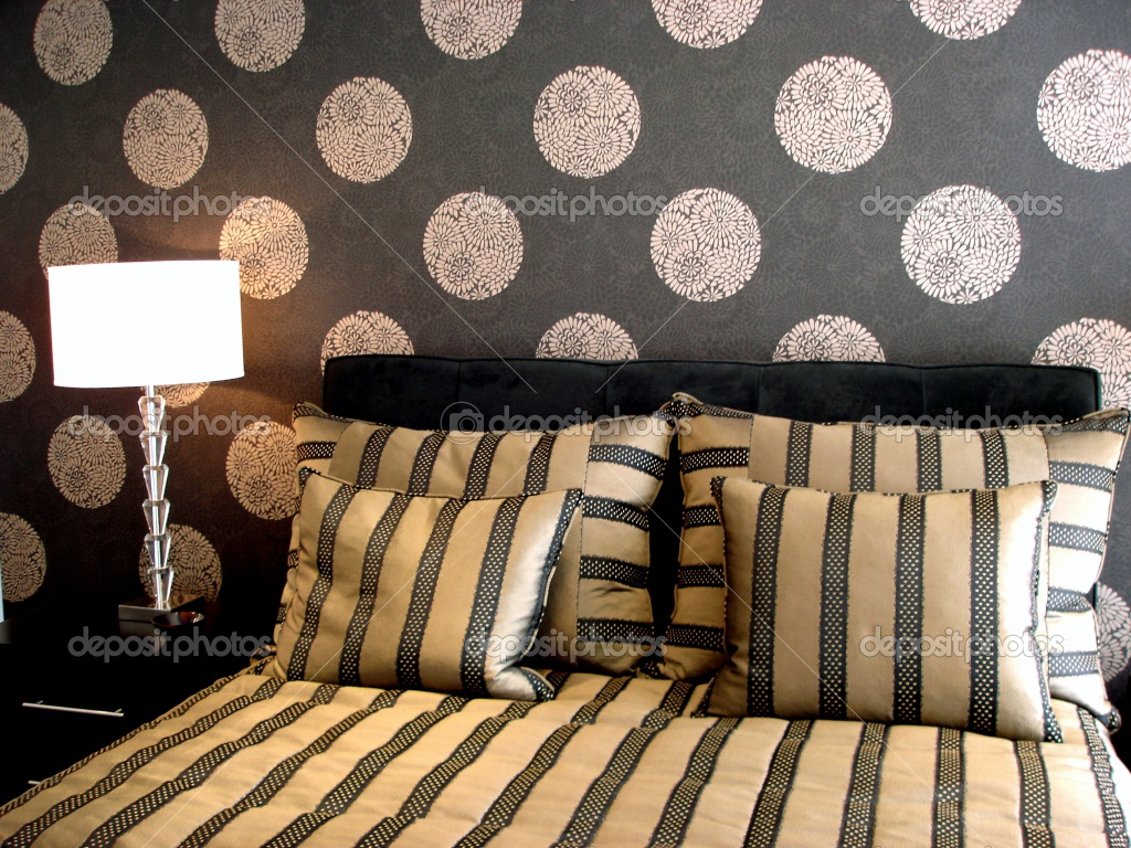 black bedroom interior modern bedroom luxurious black wallpaper idea 1024x768