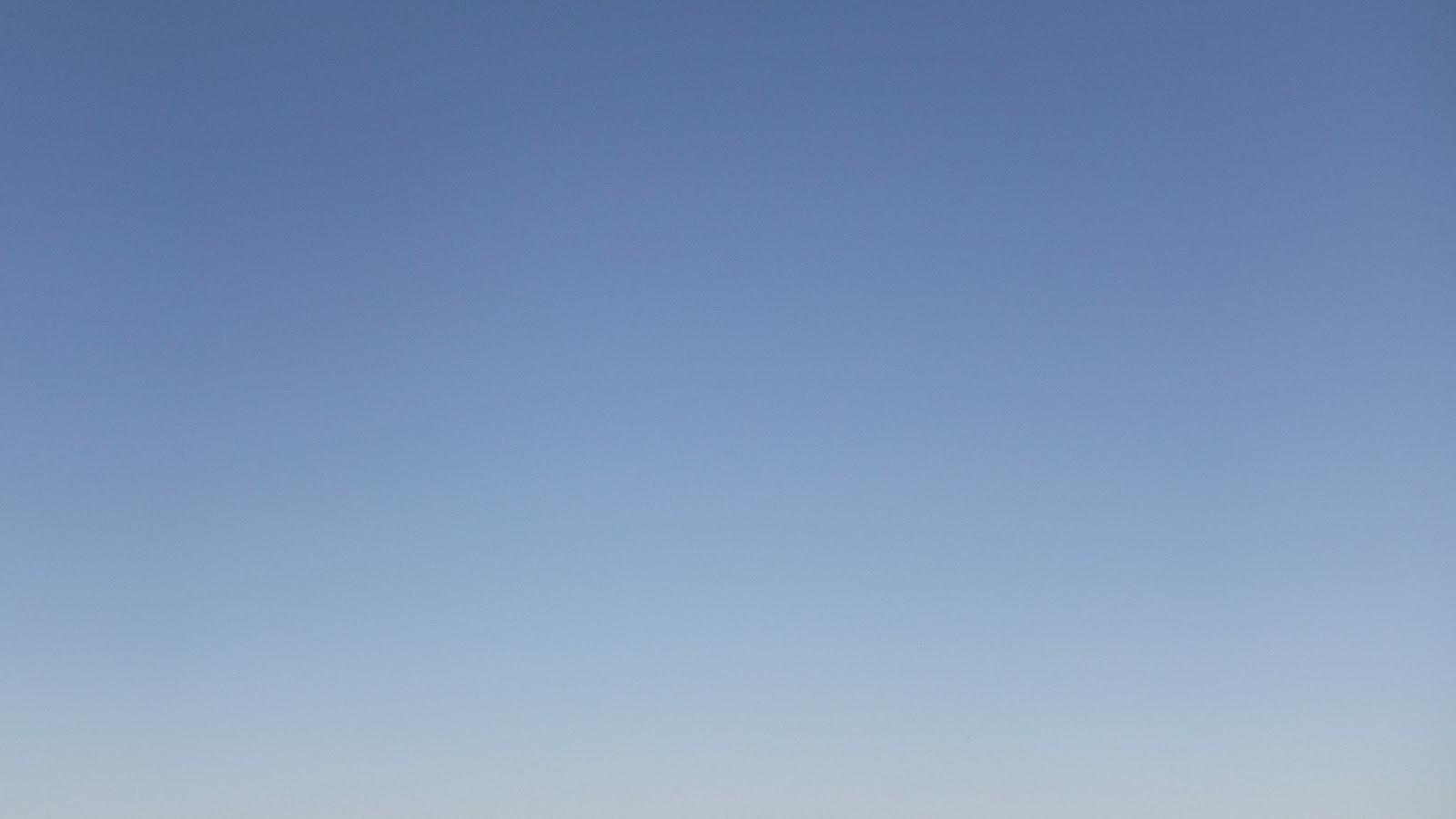 free plain sky background 1600x900