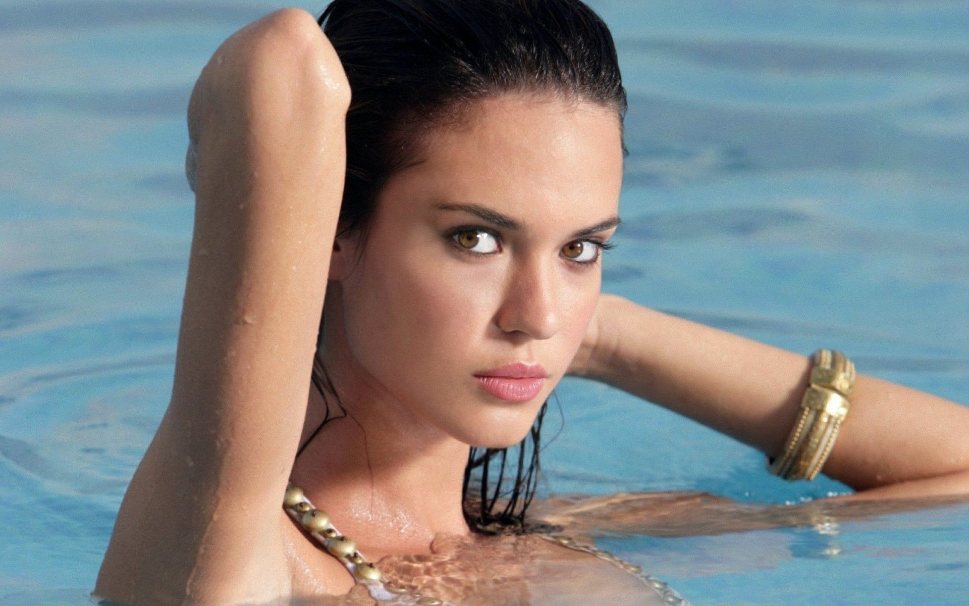 Body odette annable Odette Annable: