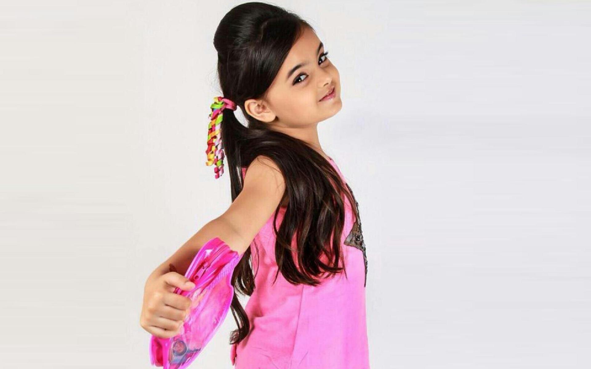 Pretty Queen Little Girl Hd Wallpaper   Little Girl Hd 855646 1920x1200