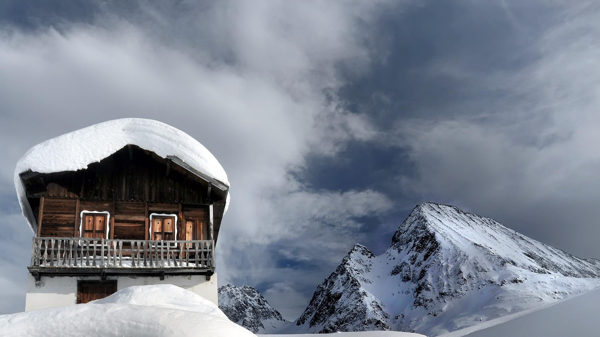 Snow covered chalet up high in the mountains HQ WALLPAPER   111569 1920x1080