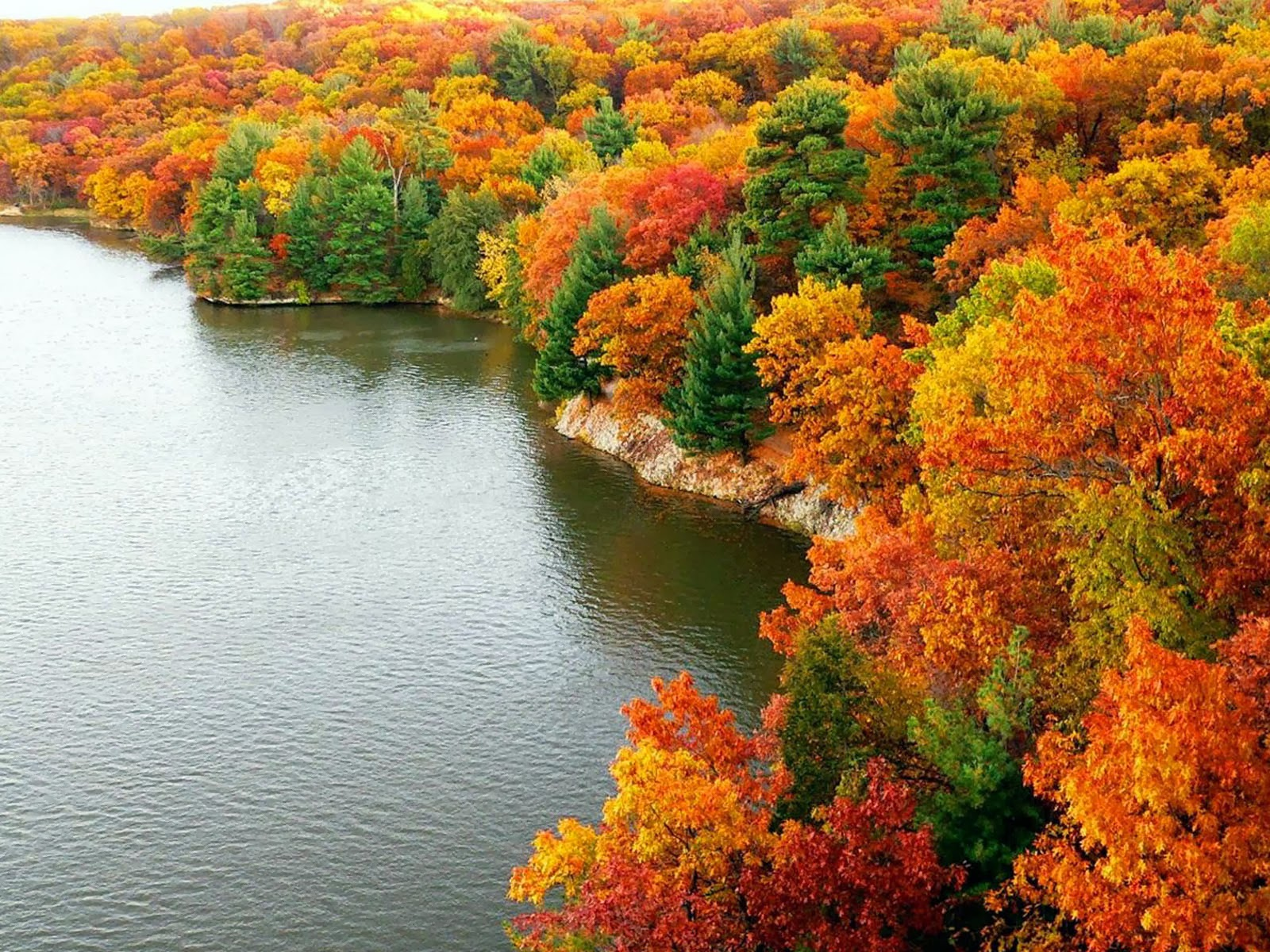 Beautiful Autumn scenery wallpaper Gallery 1600x1200