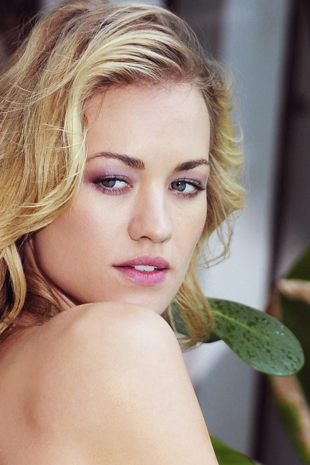 Download Yvonne Strahovski Mobile Hd Wallpaper 767 640x960