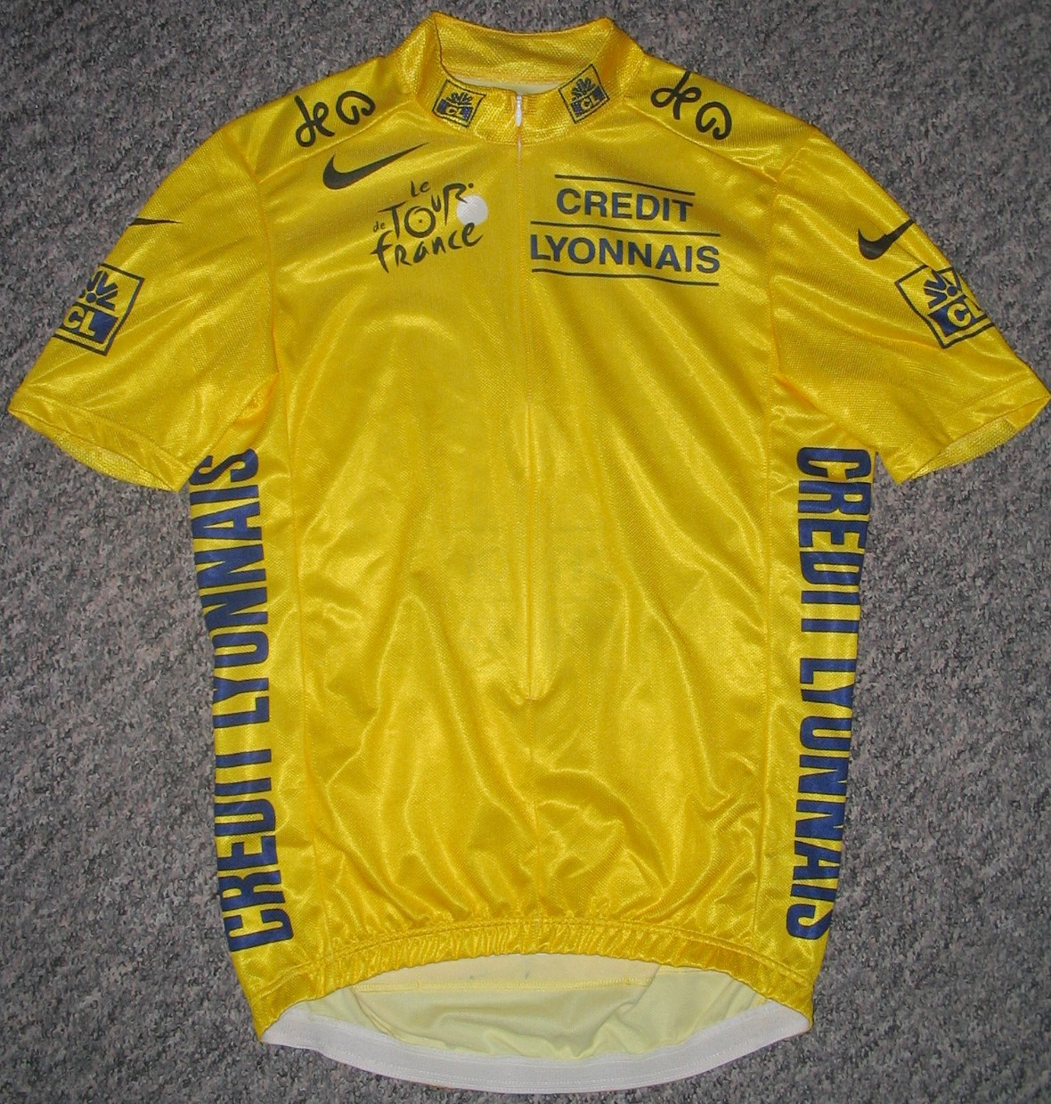 the leader of the general classification wears the yellow jersey 1180x1239