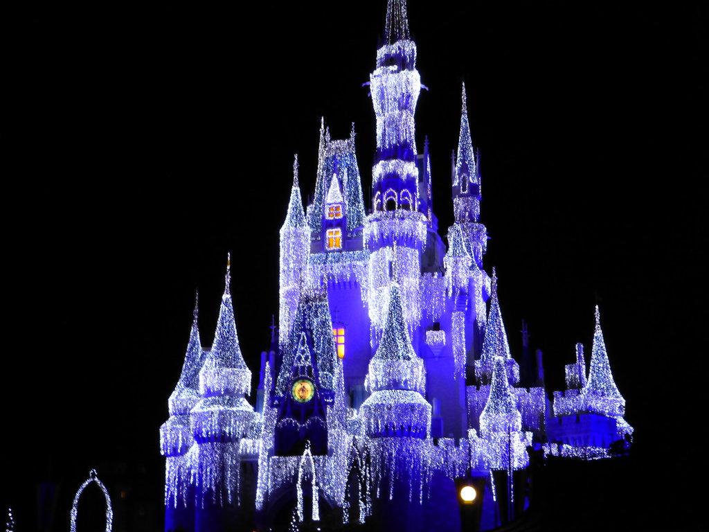 Magic Kingdom Christmas Lights by LionKingRulez 1024x768