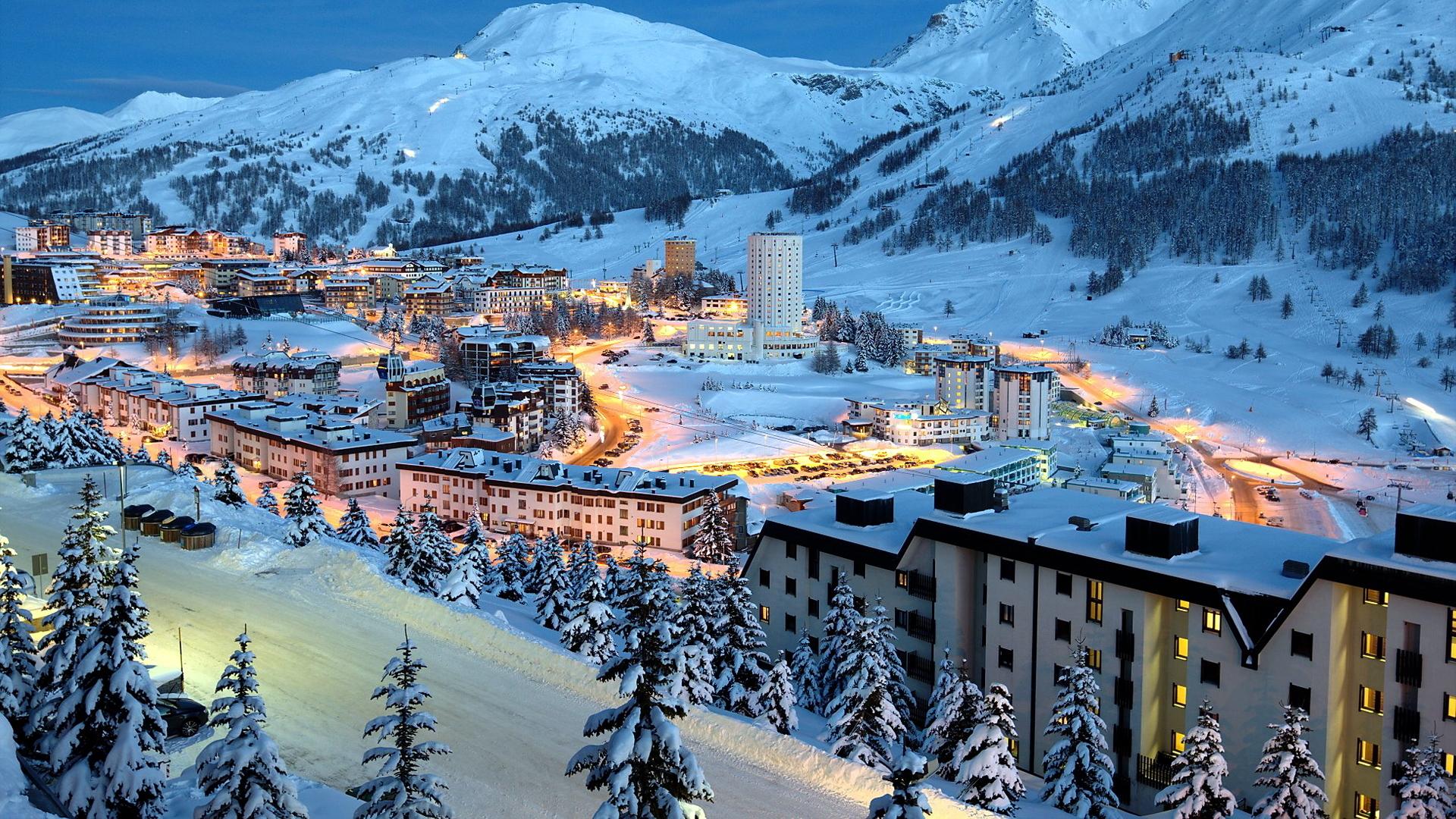 Beautiful mountain ski resort   WALLPAPERS HD 1920x1080
