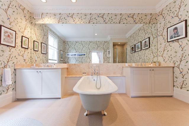 Floral Wallpaper   Bathroom Ideas   Tiles Furniture Accessories 639x426