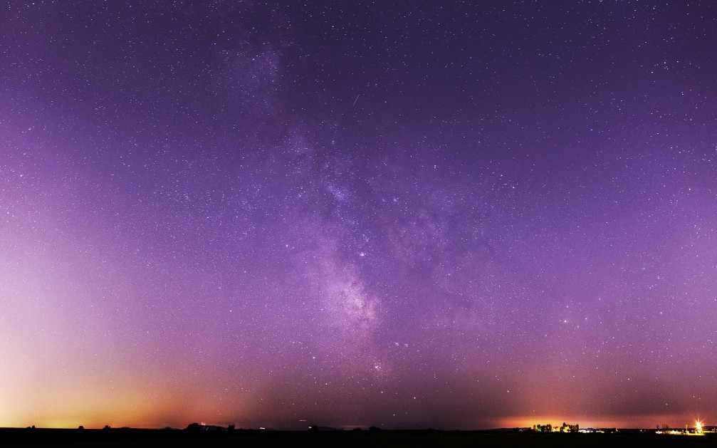 Milky way with shooting star Milky way with shooting star 1007x629