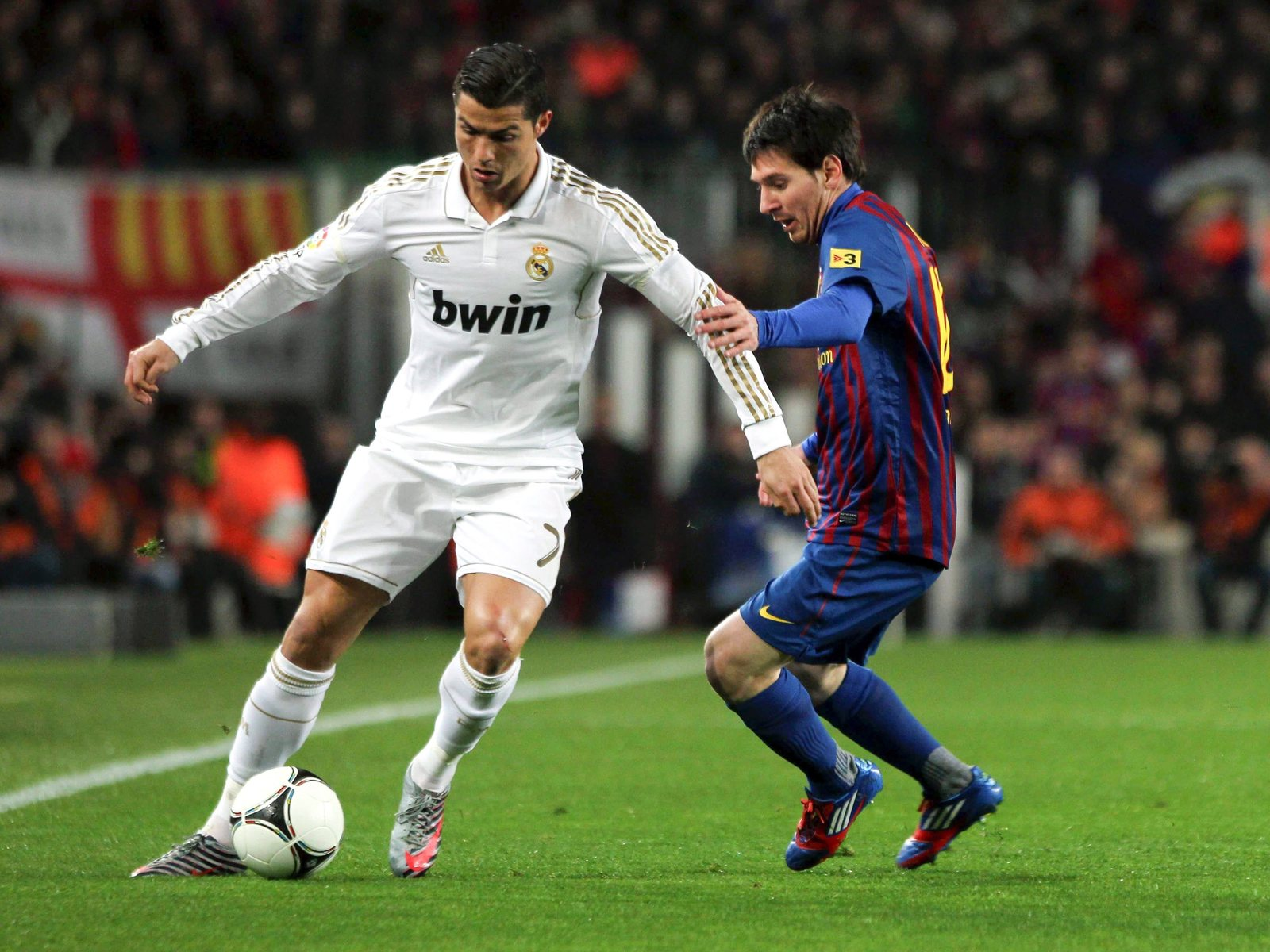 2012 13 ronaldo vs messi wallpaper 2012 13 ronaldo vs messi wallpaper 1600x1200