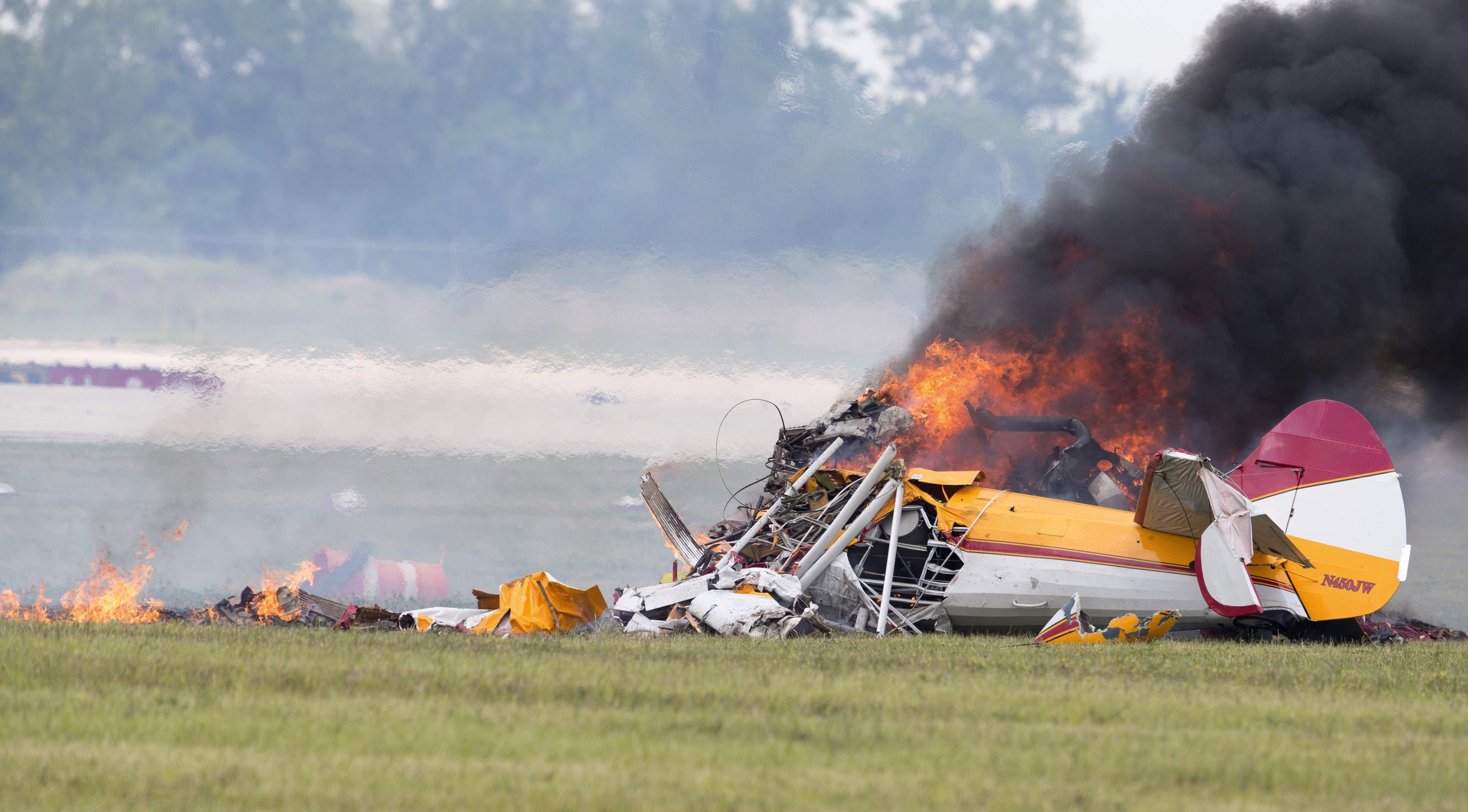 airplane plane aircraft crash fire explosion wallpaper background 4937x2731