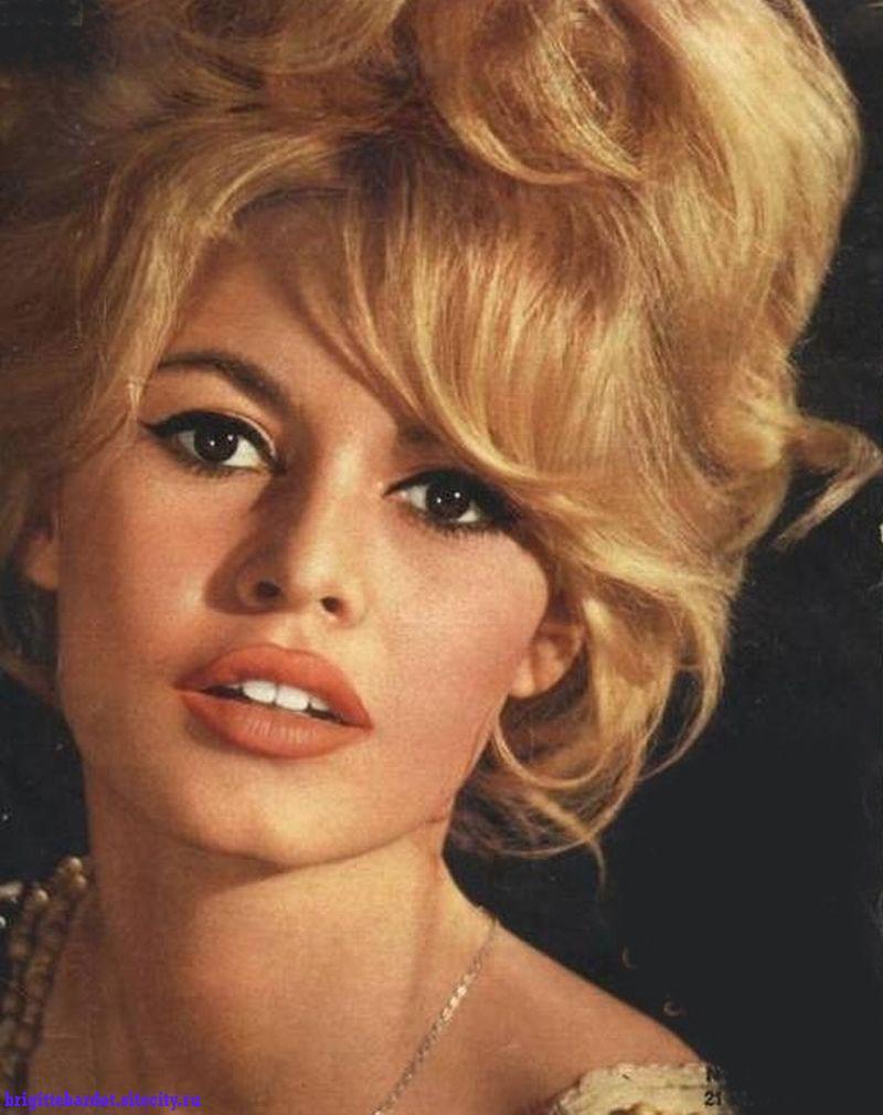 Bardot hot brigitte WEIRDLAND TV