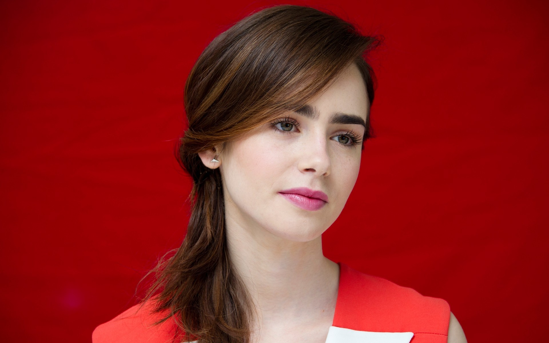 Lily Collins Backgrounds Full HD Pictures 1920x1200