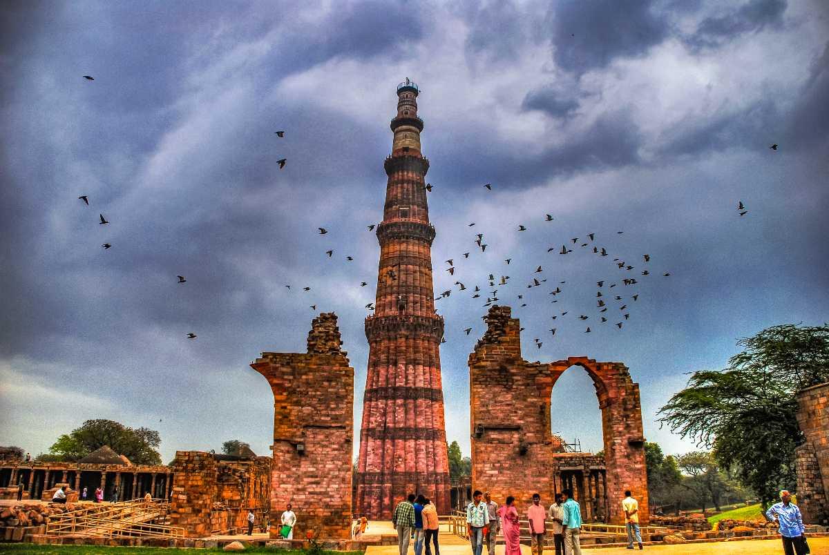 Qutub Minar New Delhi Clouds Wallpaper 28423   Baltana 1200x804