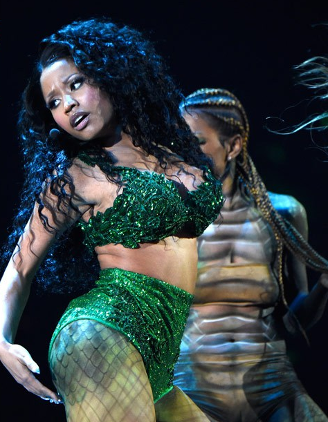 Nicki Minajs performance was filled with a ton of greenery in the 474x611