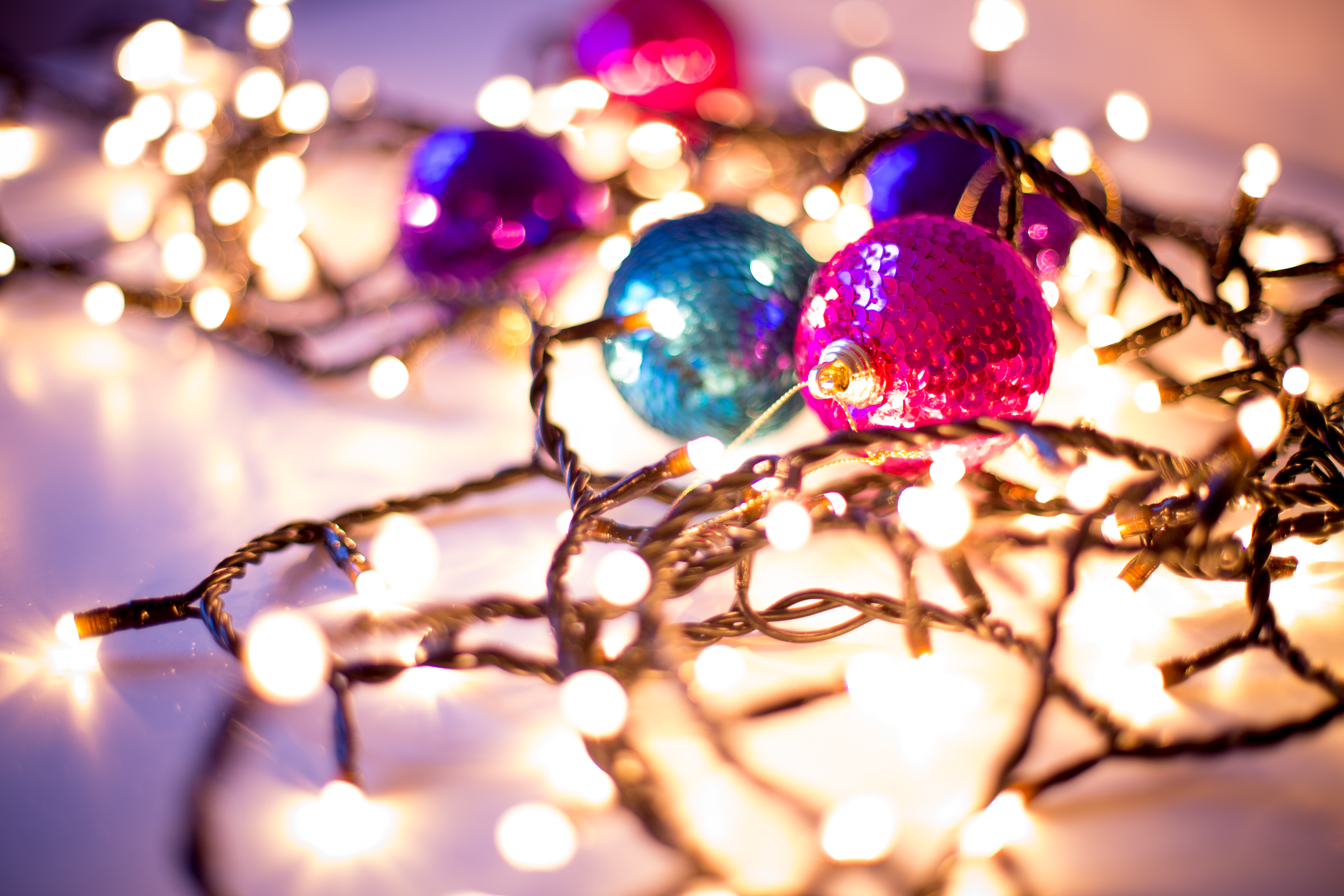 16 Gorgeous Christmas Holiday Themed Bokeh Wallpapers 5472x3648