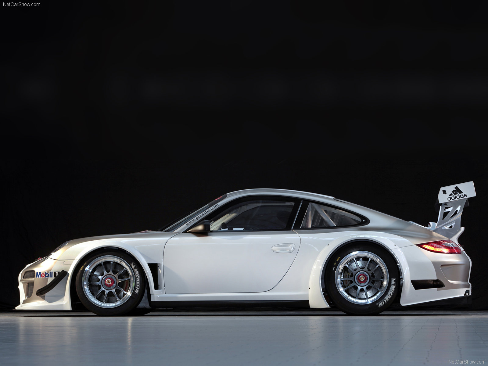 2010 White Porsche 911 GT3 R wallpapers 1600x1200