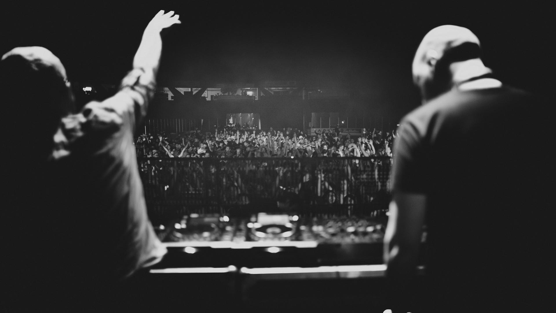 DJs party crowd monochrome concert wallpaper background 1920x1080