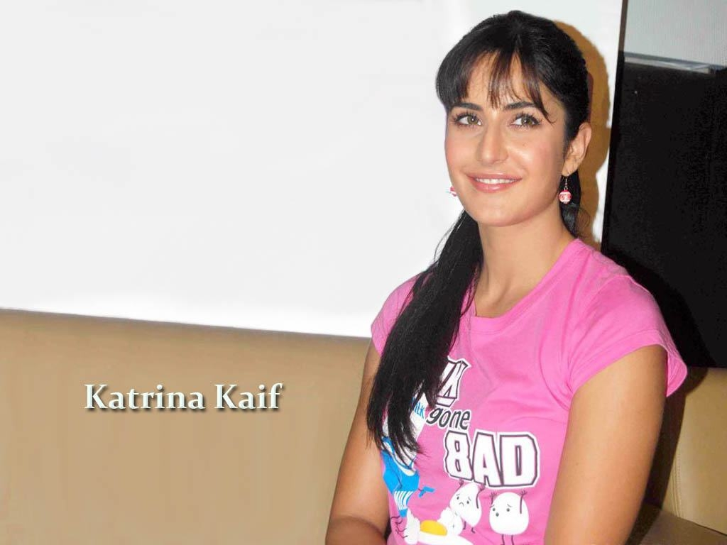 Katrina Kaif Smile Barbie Girl Picture HD Wallpapers 1024x768