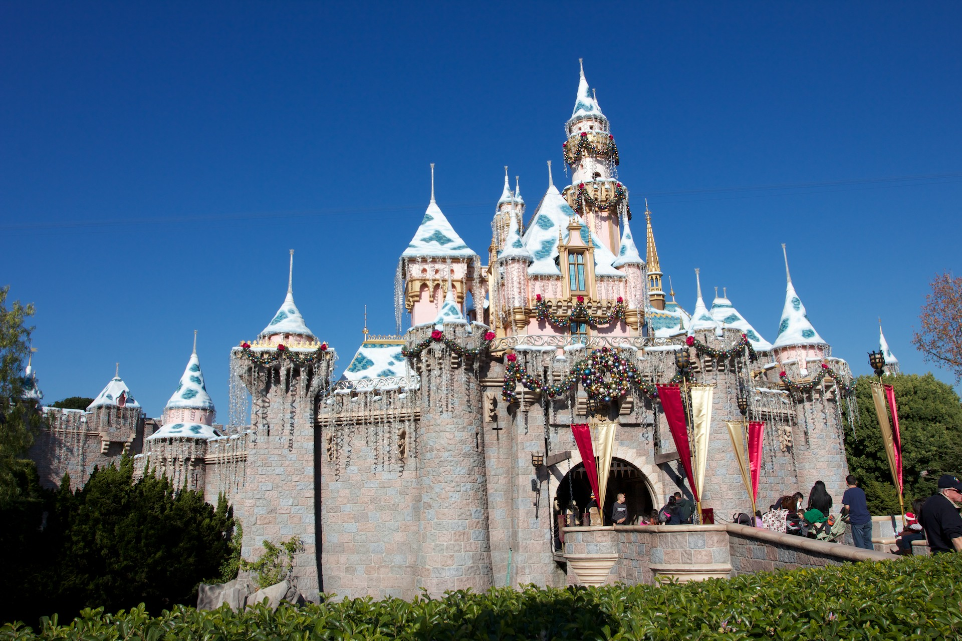 Christmas at Disneyland Sleeping Beauty Castle Desktop Wallpaper 1920x1280