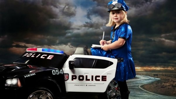 policewomen women police funny police cars Funny Wallpapers 600x337