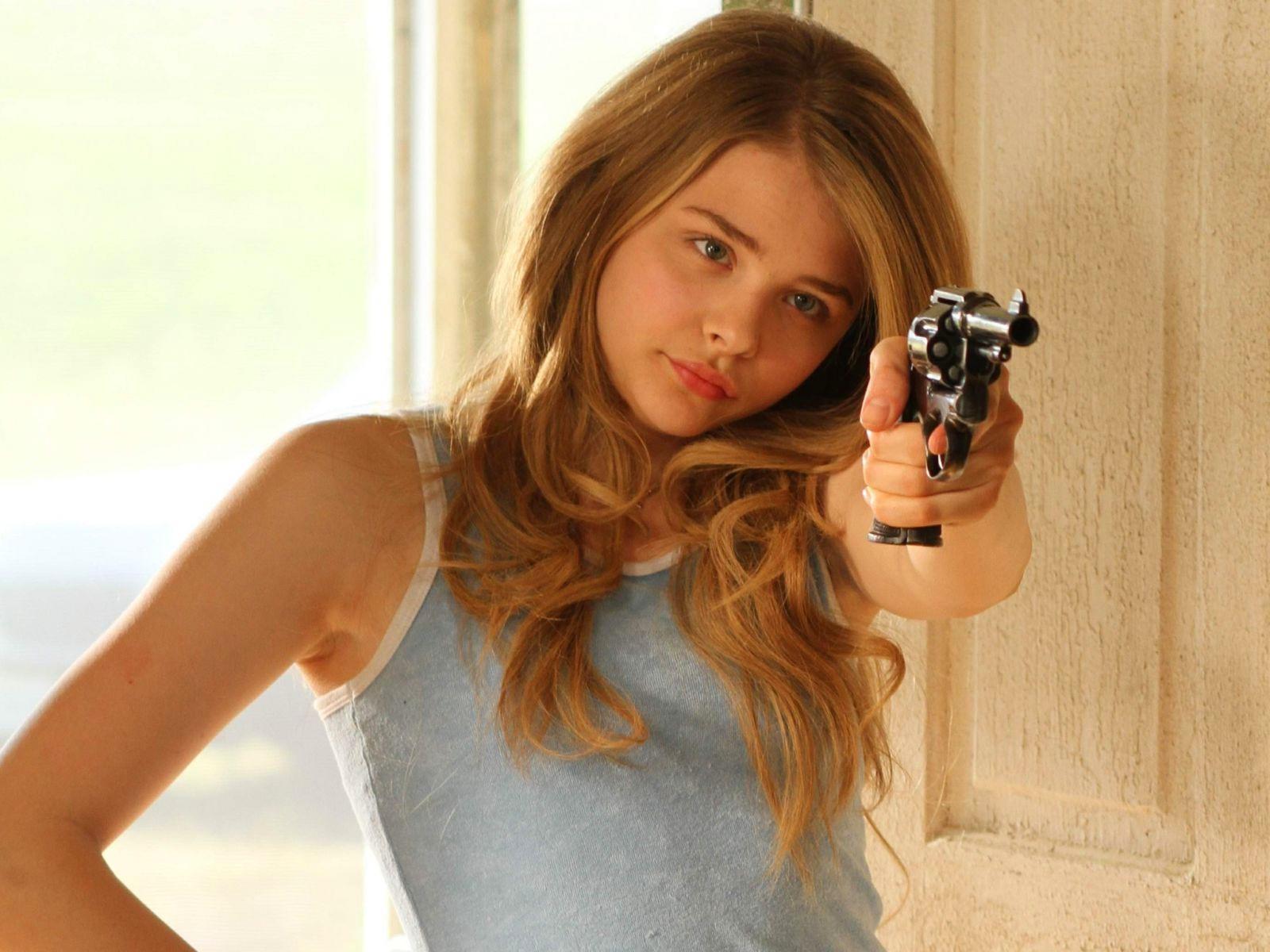 guns chloe moretz - photo #7