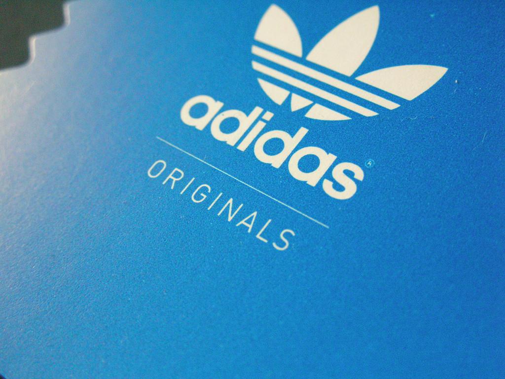 Orientar Sala En realidad  70+] Adidas Originals Logo Wallpaper on WallpaperSafari