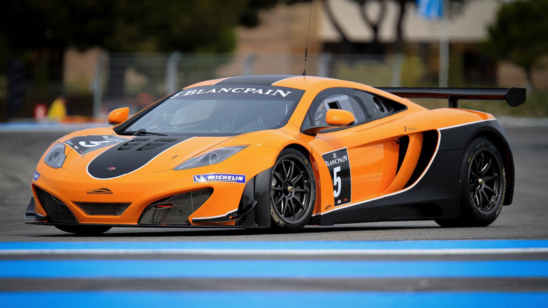желтый спортивный автомобиль McLaren MP4 12C GT3  № 667603 загрузить