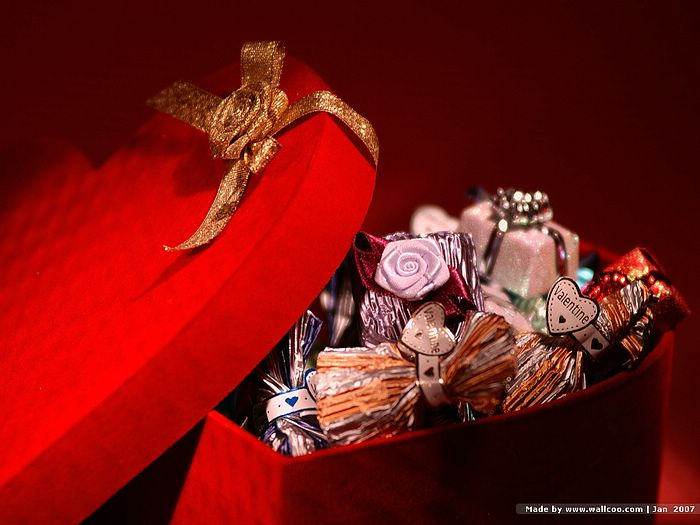Valentine Chocolate Present   Valentine Chocolate Pictures 700x525