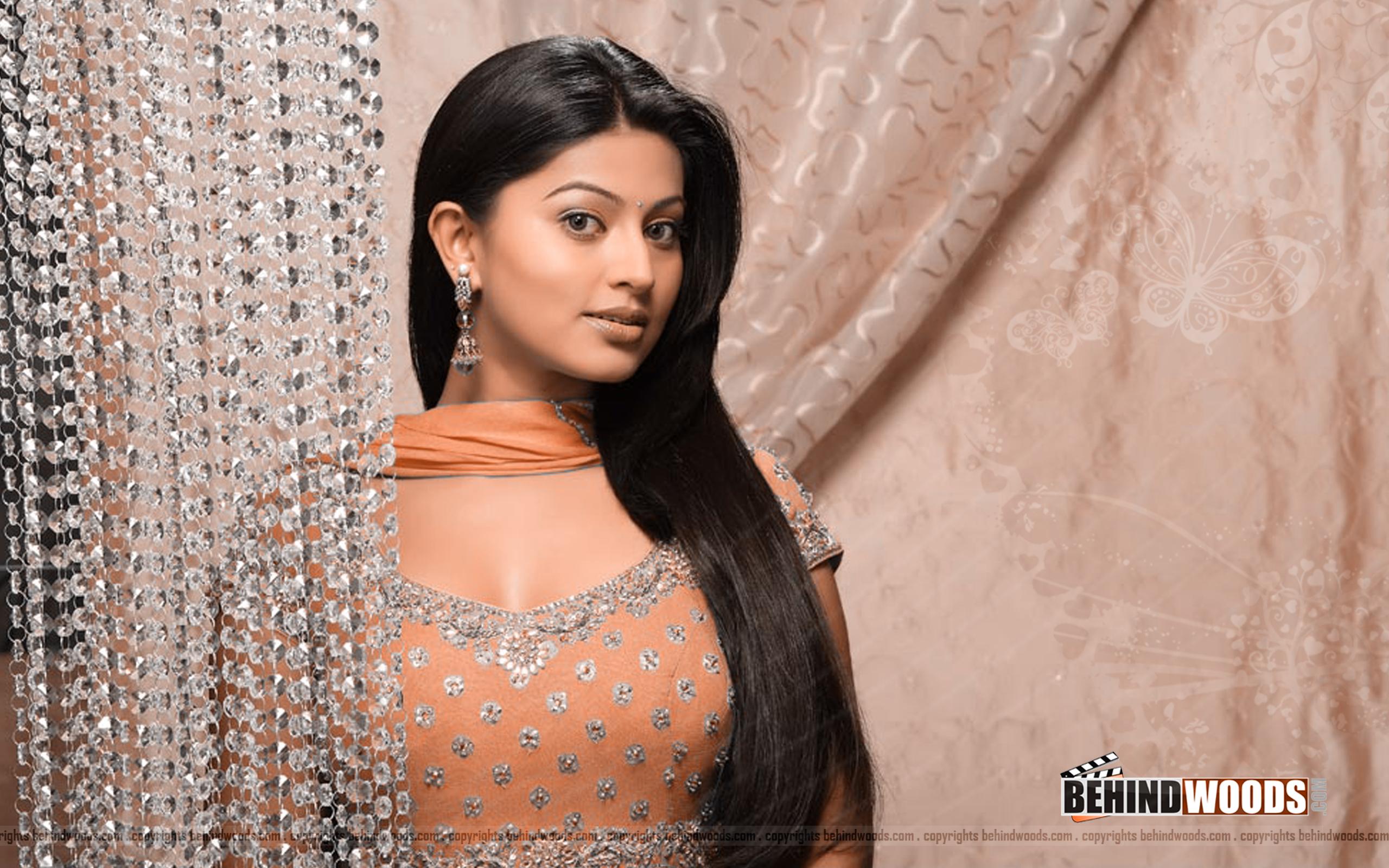 Download Sneha Actress HD Wallpaper TechPandey   A Technology Blog 2560x1600