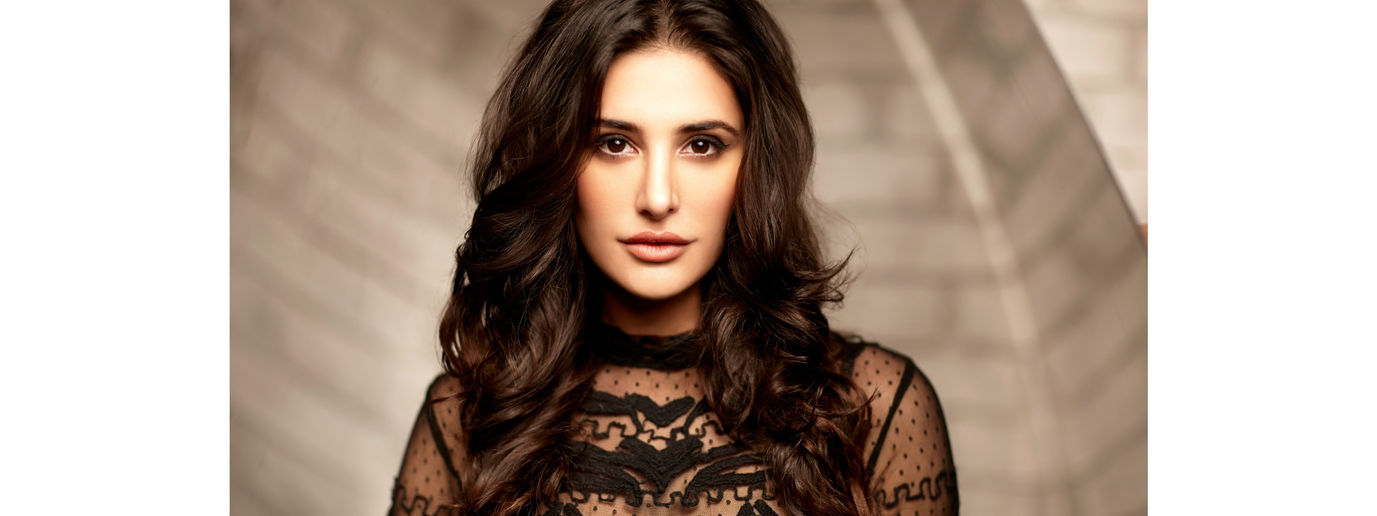 nargis fakhri bollywood hot indian actress full hd wallpaper 2800x1050 2800x1050