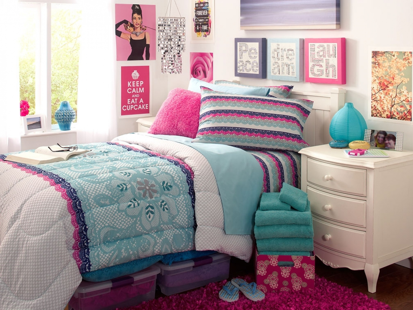 Cute wallpapers for teenage girls wallpapersafari Wallpaper for teenage girl bedroom