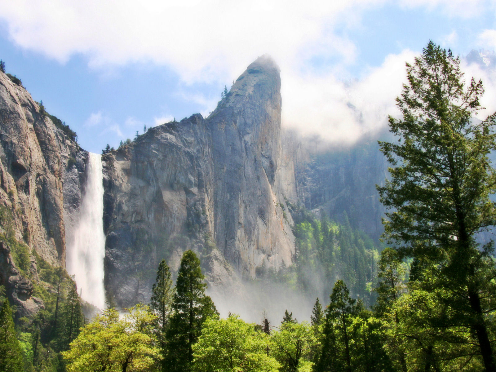 Yosemite Wallpaper   Bridalveil Fall 1600x1200