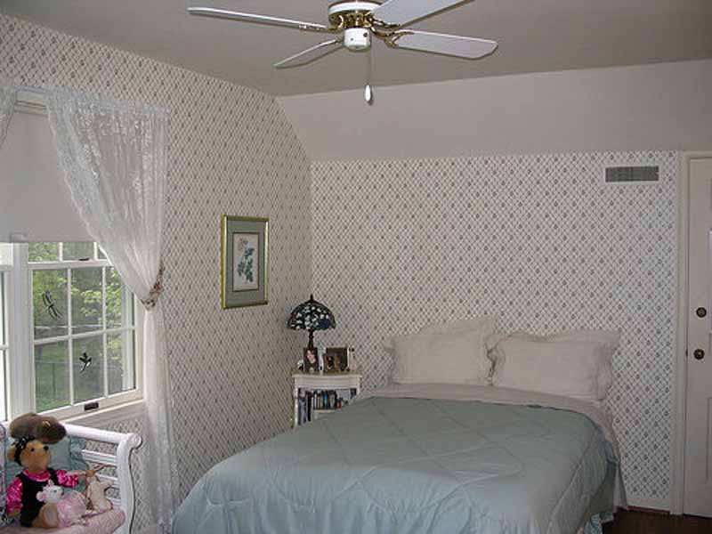 Free Download Small Bedroom Decorating Ideas Small Bedroom Decorating With Wallpaper 800x600 For Your Desktop Mobile Tablet Explore 49 Room Decor Wallpaper Red Wallpaper For Living Room Modern Wallpapers