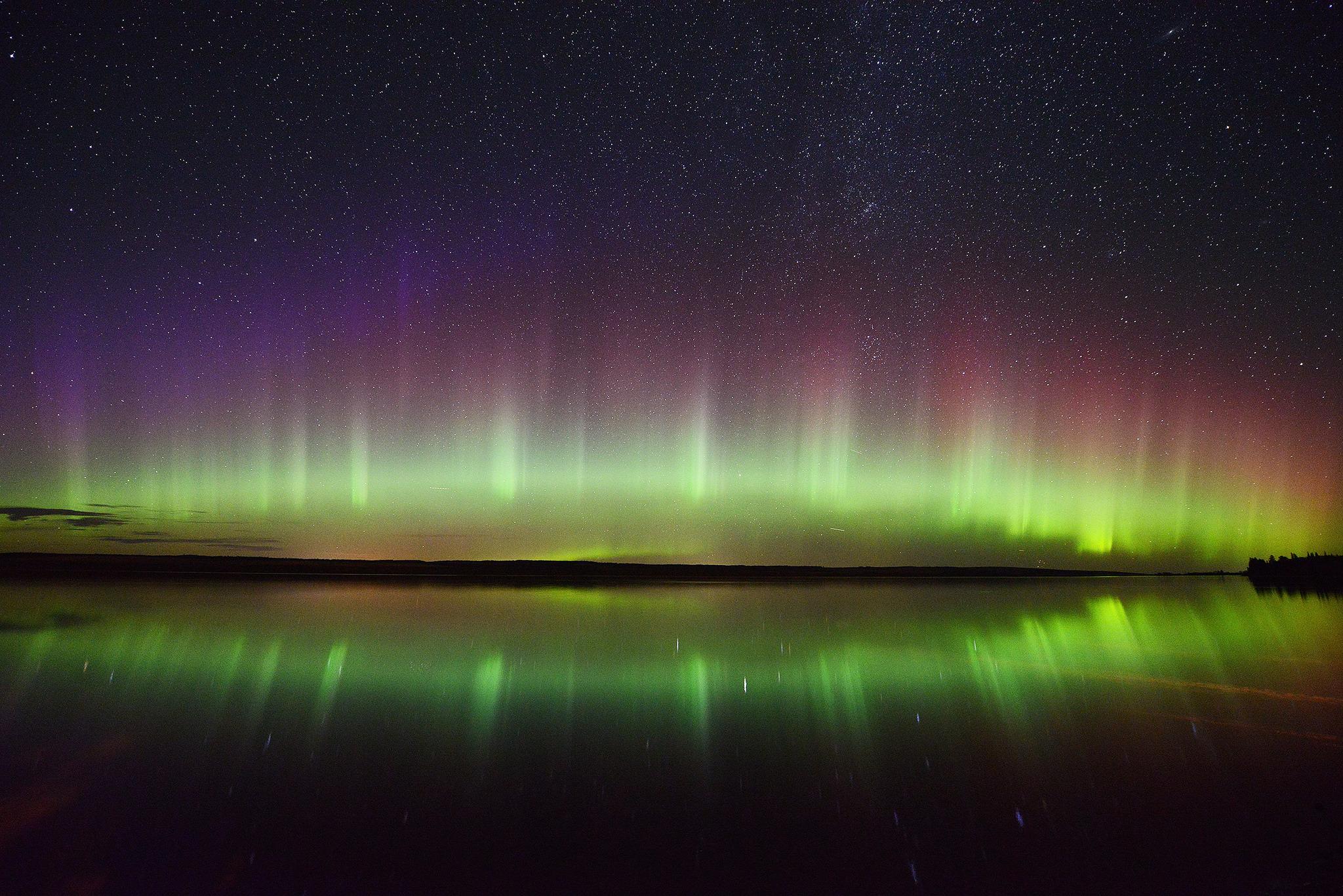Wallpaper aurora borealis northern lights night stars wallpapers 2048x1367