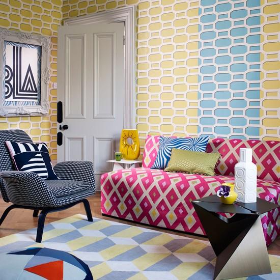 Pastel wallpaper inspired by iron trellises creates a jazzy take on 550x550