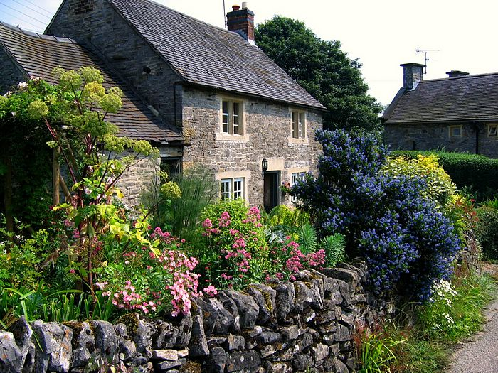 THe Beauty of English Gardens   England Gardens   Cottage Garden in 700x525